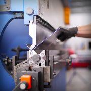 Blechbearbeitung: Abkantbank zur Metallverarbeitung